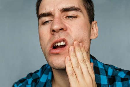 болит зуб после лечения кариеса фото